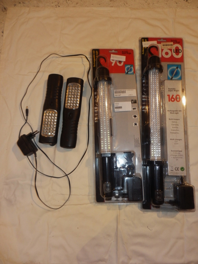 Ledes, akkumulátoros szerelőlámpák - balra a két sajátom.