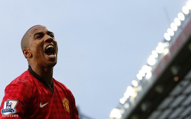 Ashley Young örül McAuley öngóljának az Old Traffordon