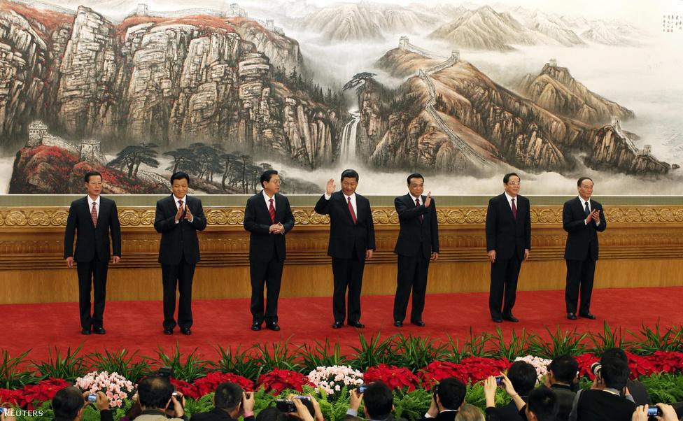 A Kínai Kommunista Párt bemutatta az ország új vezetőit az embereknek november 15-én.