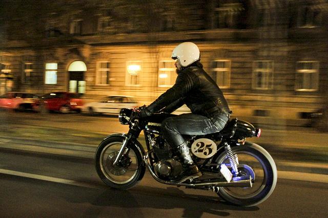 Éjszakai motorozás Budapesten