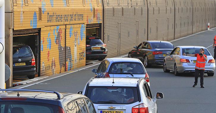 A Csalagútban így utaznak az autók