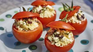 Töltsd meg a paradicsomokat fűszeres kuszkusszal – köretként és vega fogásként is szeretni fogod