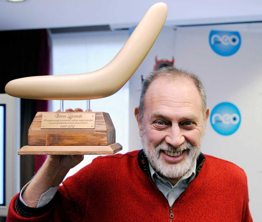 Boros Lajos 2012 márciusában egy ajándékba kapott bumeránggal a kezében, azon a sajtótájékoztatón, ahol a NeoFM kereskedelmi rádió bejelentette, hogy a népszerű műsorvezető 20 év után befejezi a Bumeráng című reggeli műsor vezetését.