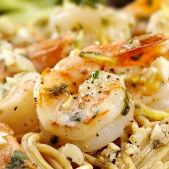 Puha garnélarákok krémes szószban, spagettivel tálalva – Villámgyors, mennyei vacsora