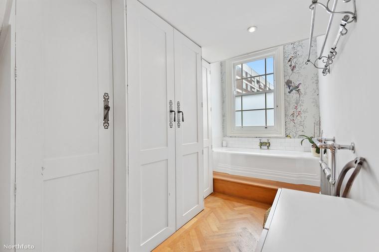 A házban többnyire minden fehér, valószínűleg a világos színnel akarták optikailag tágítani a tereket