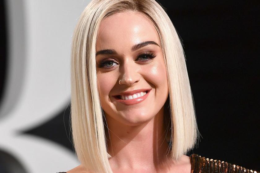 Katy Perry fürdőruhás fotói: a szülés után 6 hónappal ilyen az énekesnő alakja