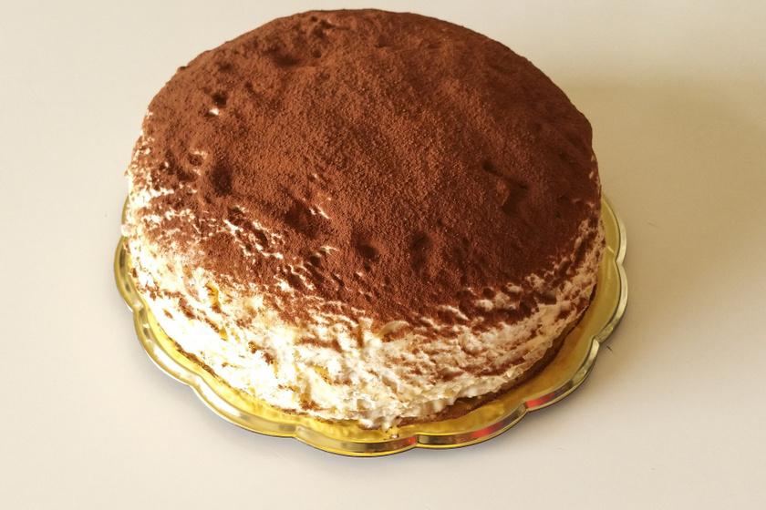 Lágy rakott palacsinta tiramisus krémmel töltve: akár torta is lehetne
