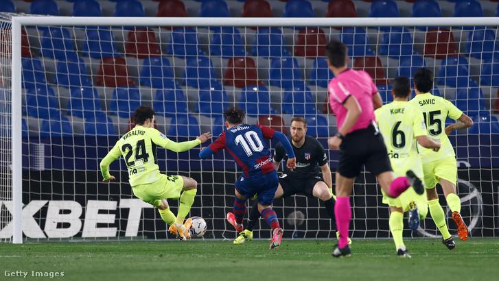 Az Atlético Madrid elleni Bardi-gól előtti pillanat