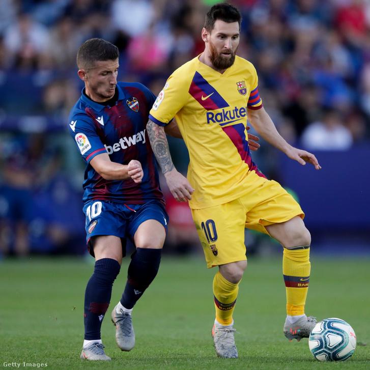 Enisz Bardi és Lionel Messi