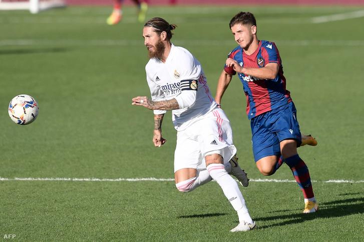 Enis Bardi Sergio Ramost támadja