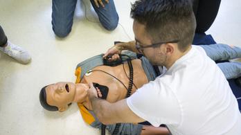 Kétmilliárd forintból kaptak szimulációs eszközöket kórházak