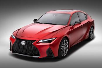Nyolchengeres marad a Lexus IS sportváltozata