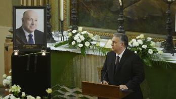 Feljelentették Orbán Viktort, amiért túllépték a temetésen engedélyezett létszámot
