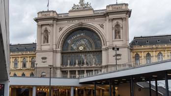 A peronszinten lehet vonatjegyet venni a Keleti pályaudvaron