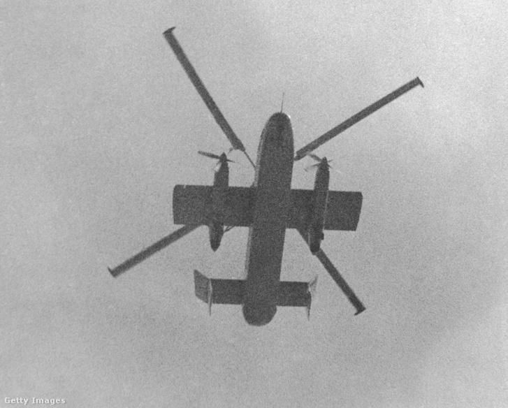 Láthatóak a rotor végi sugárhajtóművek és a rövid szárnyak