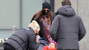 Irina Shayk a kislányával sétálva összetalálkozott Hugh Jackmannel és feleségével