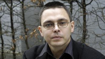 Újabb író áll ki Tóth Kriszta költő mellett
