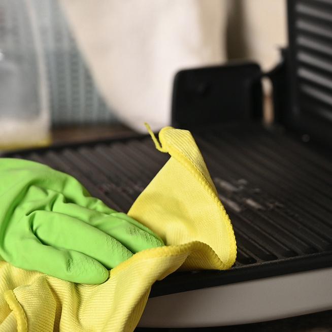 Így tisztítsd az elektromos grill- és melegszendvicssütőt: egyszerű, bevált módszert mutatunk