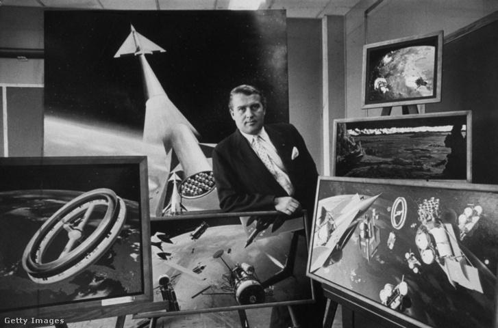 Werhner von Braun különböző, űrhöz kapcsolódó elképzeléseit ábrázoló festményekkel