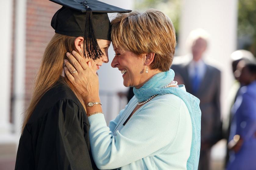 Nem attól boldog a gyerek, ha diplomája lesz: hogyan segíthetünk szülőként, hogy elégedett felnőtt legyen?