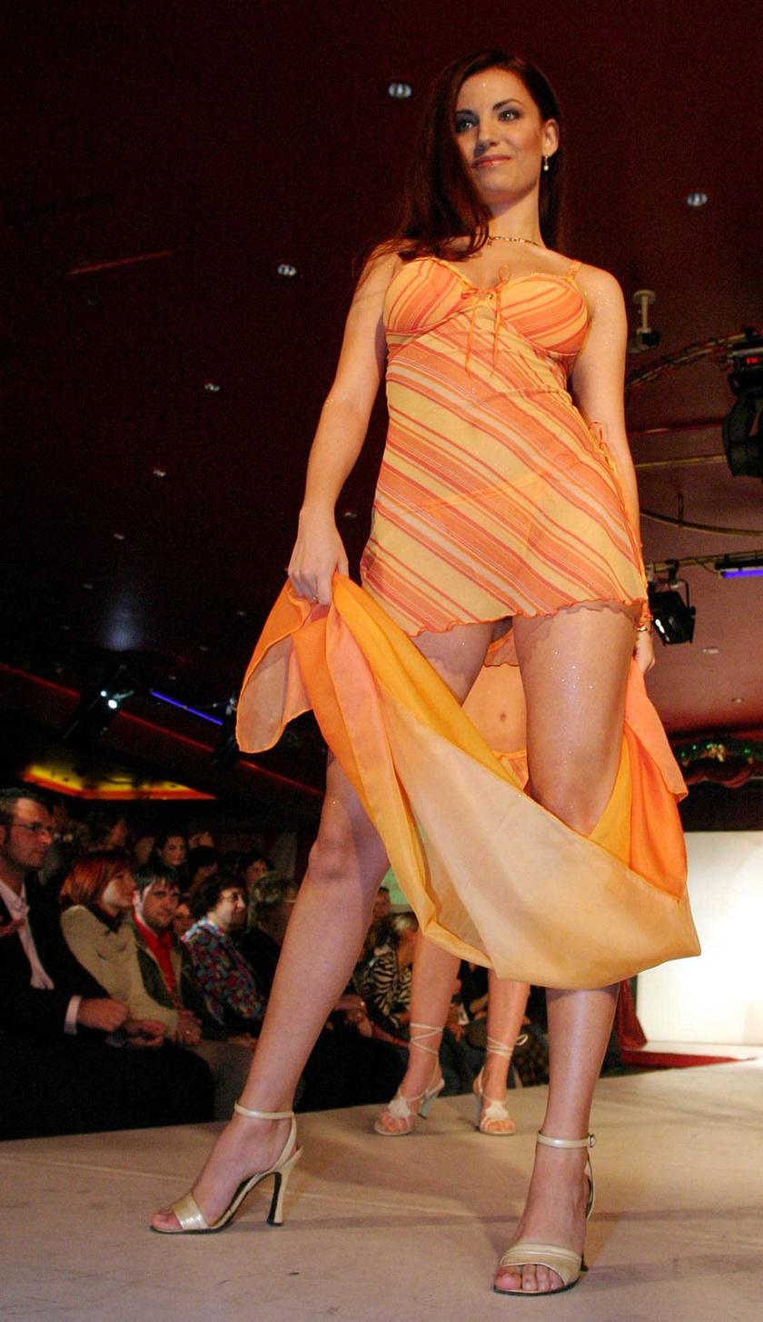 Eördögh Alexa 2003 decemberében a Sztárok Neglizsében rendezett divatbemutatón, amelyen médiaszemélyiségek, élsportolók, színésznők, előadóművészek és szépségkirálynők vettek részt.