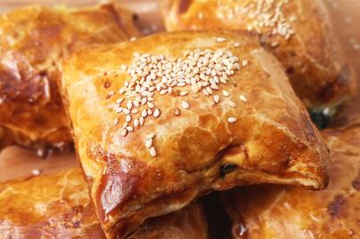 Villámgyors spenótos-túrós táska – Egyszerű recept leveles tésztából