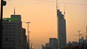 Félelmetes torony épül Varsóban
