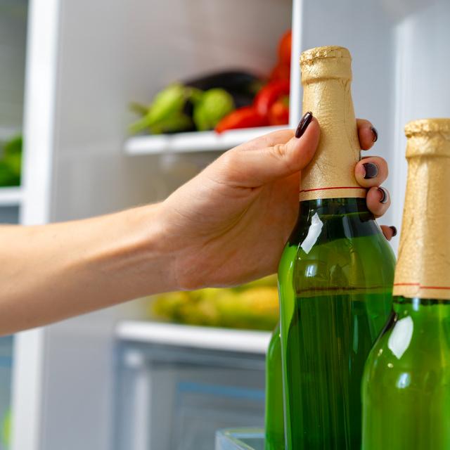 Ezekben a szakmákban dolgozók fogyasztják a legtöbb alkoholt: az is kiderült, kik isznak a legkevesebbet