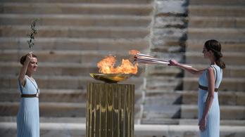 Szurkolni tilos! Csak tapsolni lehet az olimpiai lángot vivőnek