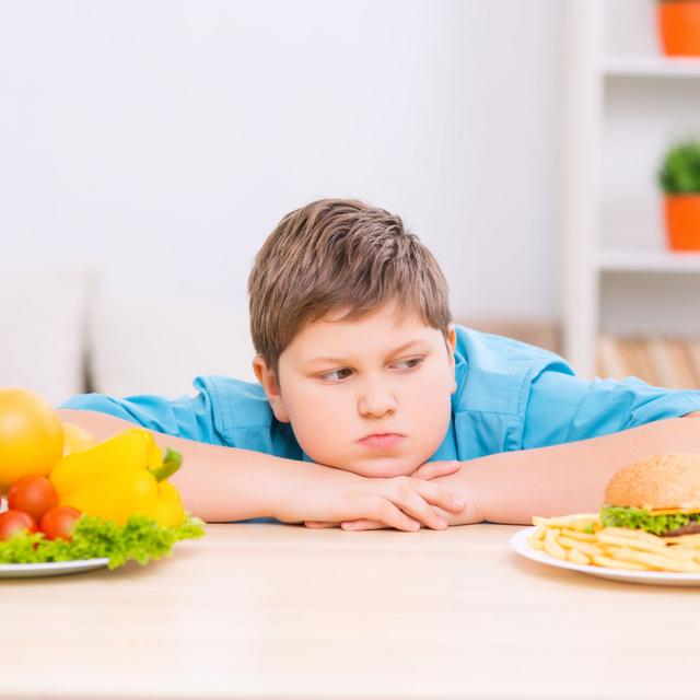 3 dolog, amit sose mondj egy túlsúlyos gyereknek: örökre nyomot hagynak a lelkében a mérgező szavak