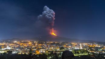 Magyarországot fenyegeti az Etna, hatalmas kénfelhő érkezik a vulkán felől