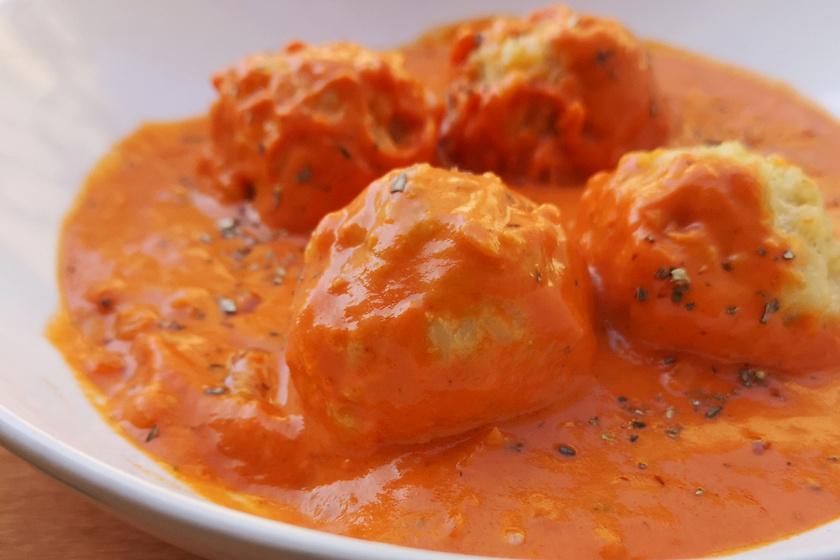 Könnyed bulgurgombóc fűszeres paradicsommártásban - Húsmentesen is laktató lesz
