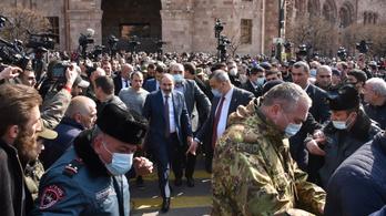 Puccskísérlettel vádolja a hadsereget az örmény kormányfő