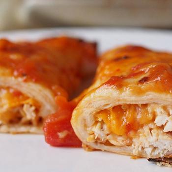 Szaftos, sütőben sült enchilada csirkemellel: a csípős szósz is házilag készül