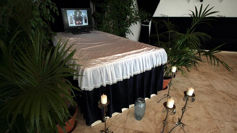 A holttest útja a kórteremtől a temetőig