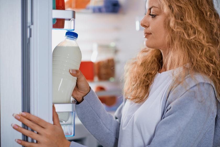 A legtöbb ember rosszul tárolja a tejet: hová kell tenni a hűtőben, hogy tovább friss maradjon?