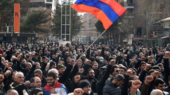 Örmény konfliktus: Putyin önmérsékletet kér a szembenállóktól
