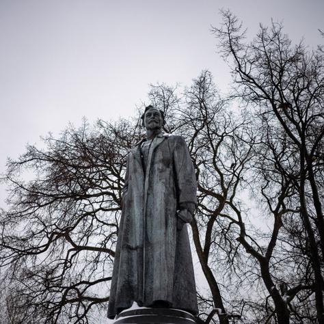 A hírhedt Dzerzsinszkij mai napig őrzött szobra.