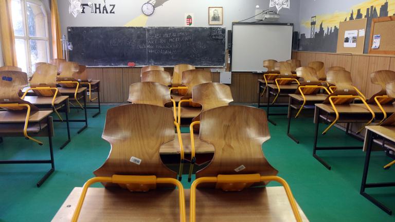 Közel negyven magyar pedagógusáldozata van a járványnak