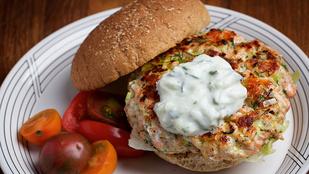Ezek a klassz lazacfasírtok hamburgerben és paradicsomos tészta mellett is tökéletesek