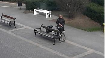 Látta a biciklis asszonyt?