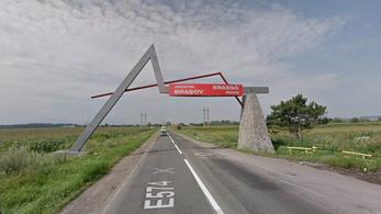 Marad a kétnyelvű tábla Brassó és Kovászna megye határában
