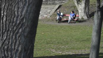Megdőlt a melegrekord, Kiskunfélegyházán már-már napozni is lehetett