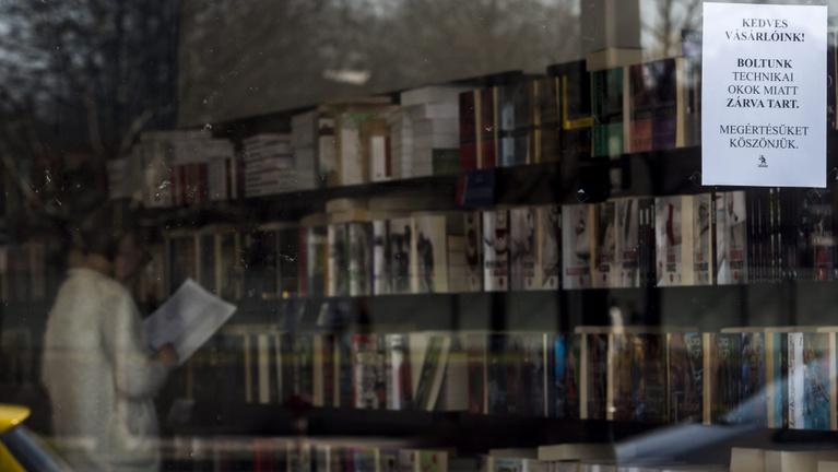 A kényszerű bezártság visszavezeti az embereket a könyvekhez?