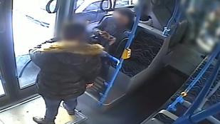 Beismerte a csepeli támadó, hogy az SZFE-maszk miatt szúrta arcon az utast a buszon