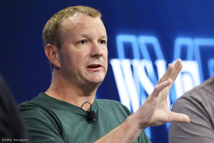 Brian Acton, a WhatsApp társalapítója konferencián 2016. október 25-én