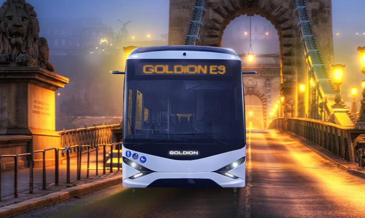 Egyelőre még számítógépes grafikán, ahogy a Goldion E9 épp elhagyja a Lánchidat