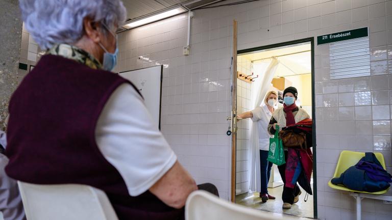 Csúcsterhelésre készül az összes magyarországi kórház