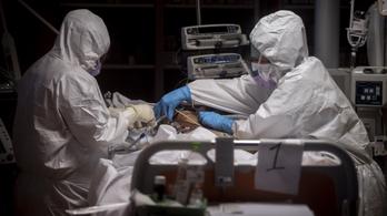 Melyik koronavírusos beteget mentse az orvos, ha választani kell?