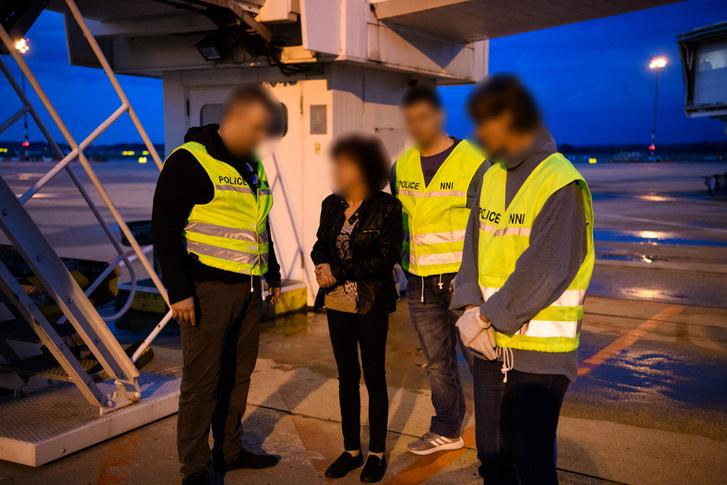 A nőt a svájci hatóságok nemzetközi elfogatóparancs alapján 2018. április 27-én fogták el Svájcban. Átadására 2018. szeptember 4-én Zürichben került sor, az esti órákban Sz. Gáborné Magyarországra érkezett